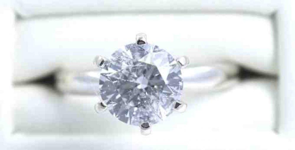 Round-Brilliant-Cut-diamond-engagement-ring